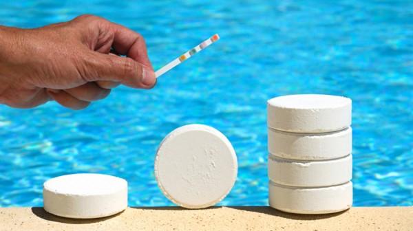 come si fa la manutenzione della piscina?